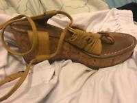 Leather sandal fly london size 4