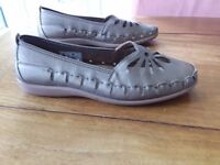 Flat size 8 dull gold colour ladies shoes. Brand new