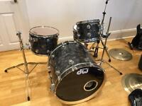 Dw collectors drum kit with zildjian cymbals, hardware and hard cases