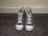 Grey women's size 5 suede and shepra Converse