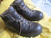 New hiking boots size 41