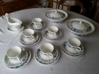 Beautiful Wedgewood fine china dinner service Clementine design