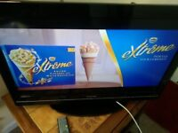 TOSHIBA 32 INCH FREE VIEW USB MEDIA TV EXCELLENT FOR GAMING ETC