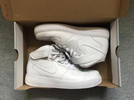 White Nike Air Max - Size 10