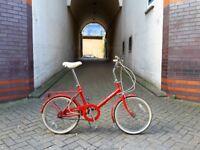 Super cute little vintage bike. Comfortable and practical