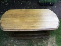 ***A gorgeous old wooden coffee table ***