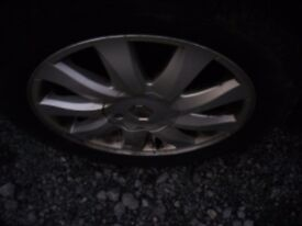 RENAULT KUBERA ALLOYS X 4 WITH CENTRE CAPS