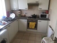 A Lovely room is available to Let On Eastern Avenue ilford