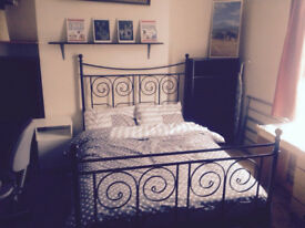 Large double room close to center and University and hospital. 2 bathrooms. Starts from £99 only