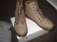 Men's beige boots. Synthetic upper. Size 41 / UK 7