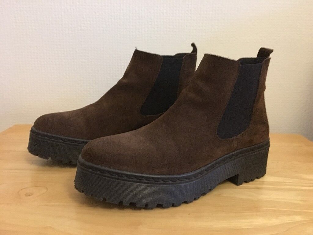 Ladies Brown Boots (size 6)
