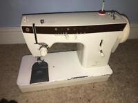 Sewing machine singer vintage heavy duty sowing machine