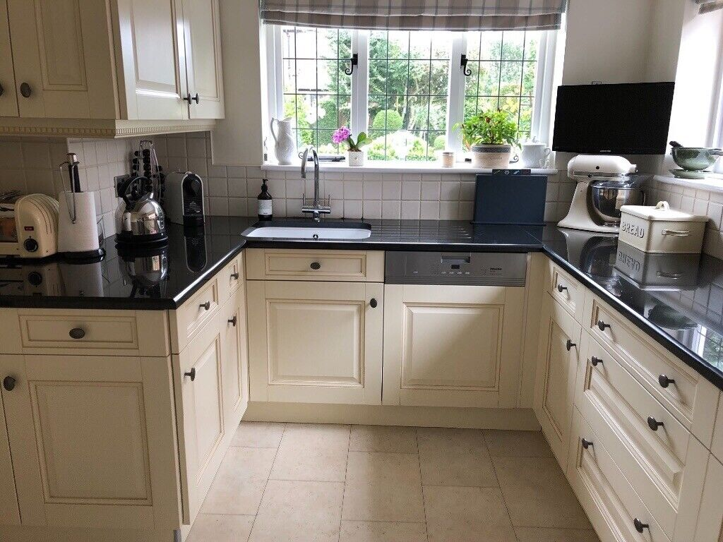 Cream Nixon S Kitchen Units With Neff Appliances Dishwasher Not Included Black Granite Worktop In South Shields Tyne And Wear Gumtree