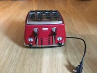 DeLonghi 4-slice toaster- works a treat!