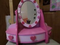 GIRL'S WOODEN PINK VANITY UNIT