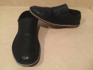 117866c5a8e9 Mens Size 10.5 M Clarks Originals Leather Slip-On Shoes
