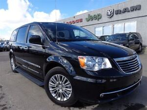 2016 Chrysler Town & Country Touring-L--Navigation, Back-up Came