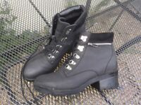 New Look Short boots with heel. Size 7/40