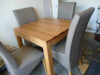 solid oak dinning table + 4 chairs
