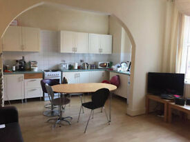 Double Bedroom in Student Shared House - Heaton
