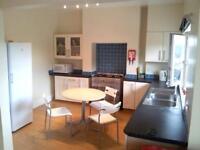 6 bedroom house in Crindau Road, Newport,