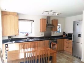 Beautiful 2 Bed in Uxbridge minutes from Town £1375 PCM