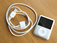iPod Nano 3rd generation - 4 GB silver with white USB lead