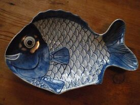 "China Fish Bowl 24.5 cm ""Happyface"" Blue and White"