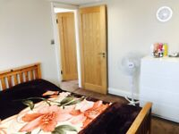 ***Large Double Room to share with family Walthamstow/Leyton (Vicarage Road)