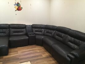 Fully furnished downstairs very nice apartmen with a nice garden.One minute away from all amini