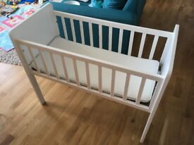Mothercare 'Hyde' crib / cot with mattress (0-6 months)