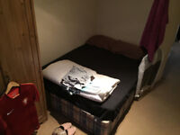 Double room available in shared house on Garratt Lane. Very clean house. 5mins walk to Tooting Tube