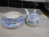 Teapot cup and saucer for one