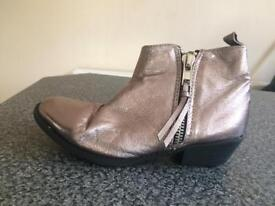 Brand new never worn Top Shop gold ankle boots size 4