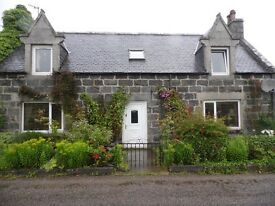Double room in Country cottage 6 miles Huntly, 8 miles Keith.
