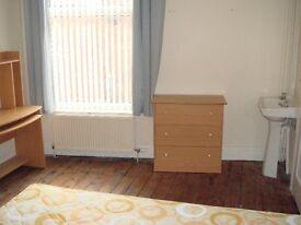 Large double room, furnished - Bills and net included
