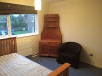 LARGE DOUBLE ROOM AVAILABLE NOW HEART OF PUTNEY,ALL BILLS INCLUSIVE