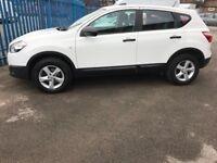 2012 white Nissan Qasqai incl Bluetooth & start stop