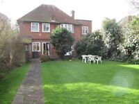 IMPRESSIVE HUGE BRIGHT DETACHED 4/5 BEDROOM 2 BATHROOM HOUSE IN BEST ROAD BY ZONE 3 TUBE & BUSES