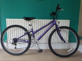 """SMALL LADIES/TEENAGE GIRLS MOUNTAIN BIKE.13"""" FRAME """"RALEIGH VIXEN"""".GREAT CONDITION,FULLY WORKING."""