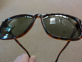 B&L Ray-Ban Bausch & Lomb Italy Tortoise Shell Wayfarer ZX2428 Sunglasses Rare