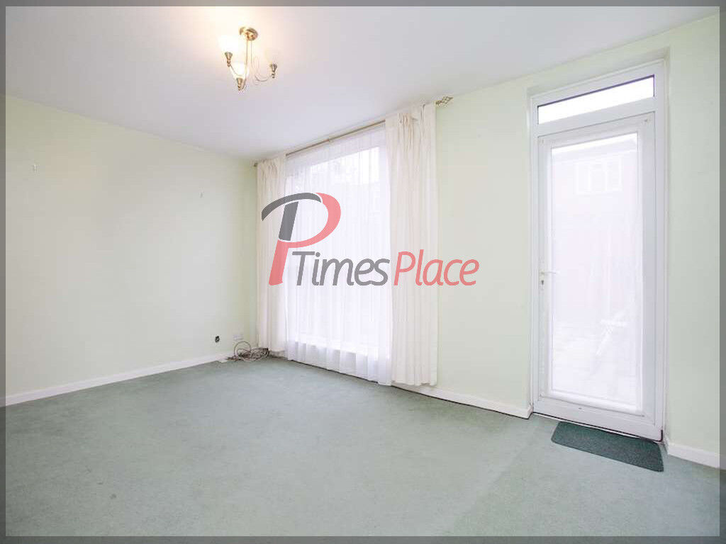 ** 3 bedroom terraced house with garden in Balham SW12 for only £2200 ***
