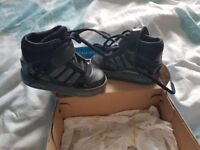 Adidas hi top size 4 toddler trainers