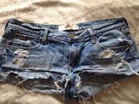 Hollister shorts w28