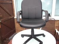 BLACK LEATHER EFFECT SWIVEL CHAIR.
