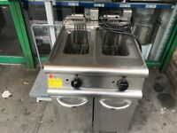 COMMERCIAL CATERING KITCHEN EQUIPMENT TWIN TANK FRYER CAFE KEBAB CHICKEN PIZZA RESTAURANT KITCHEN