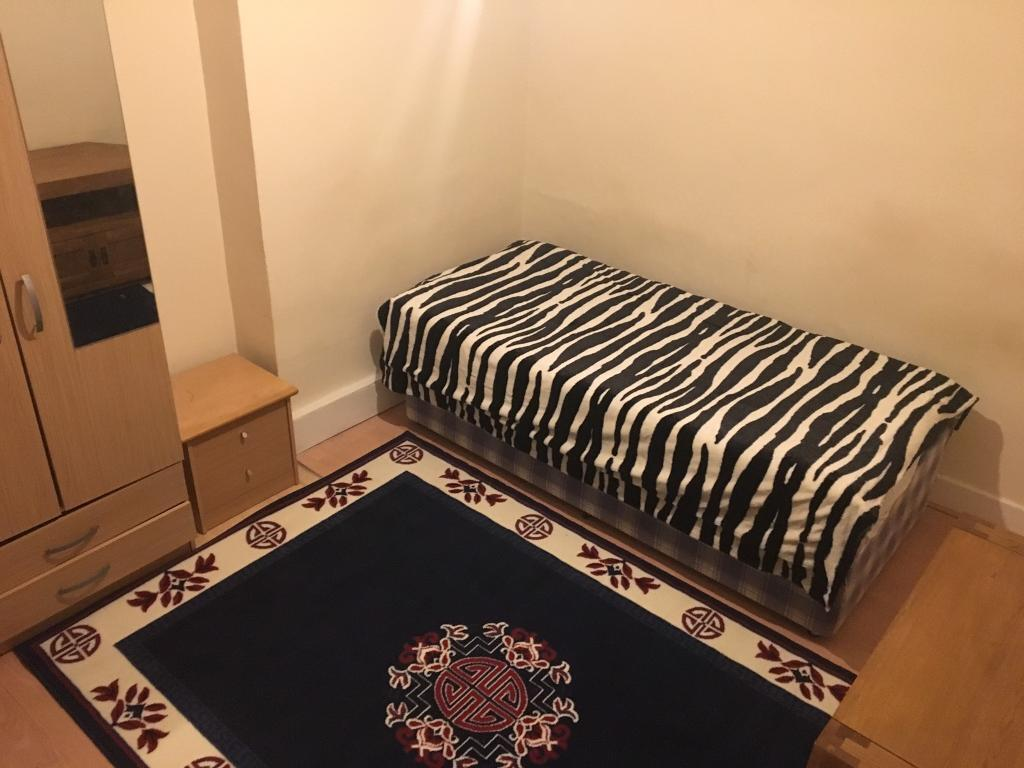 Room for rent (uxbridge)