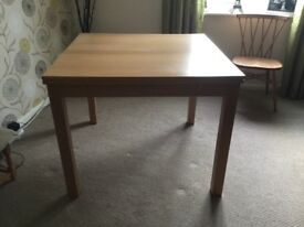 Dining table, extending