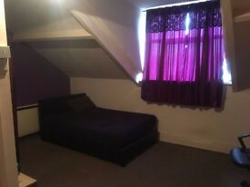 Studio en suite recently refurbished Bedsit in Bearwood