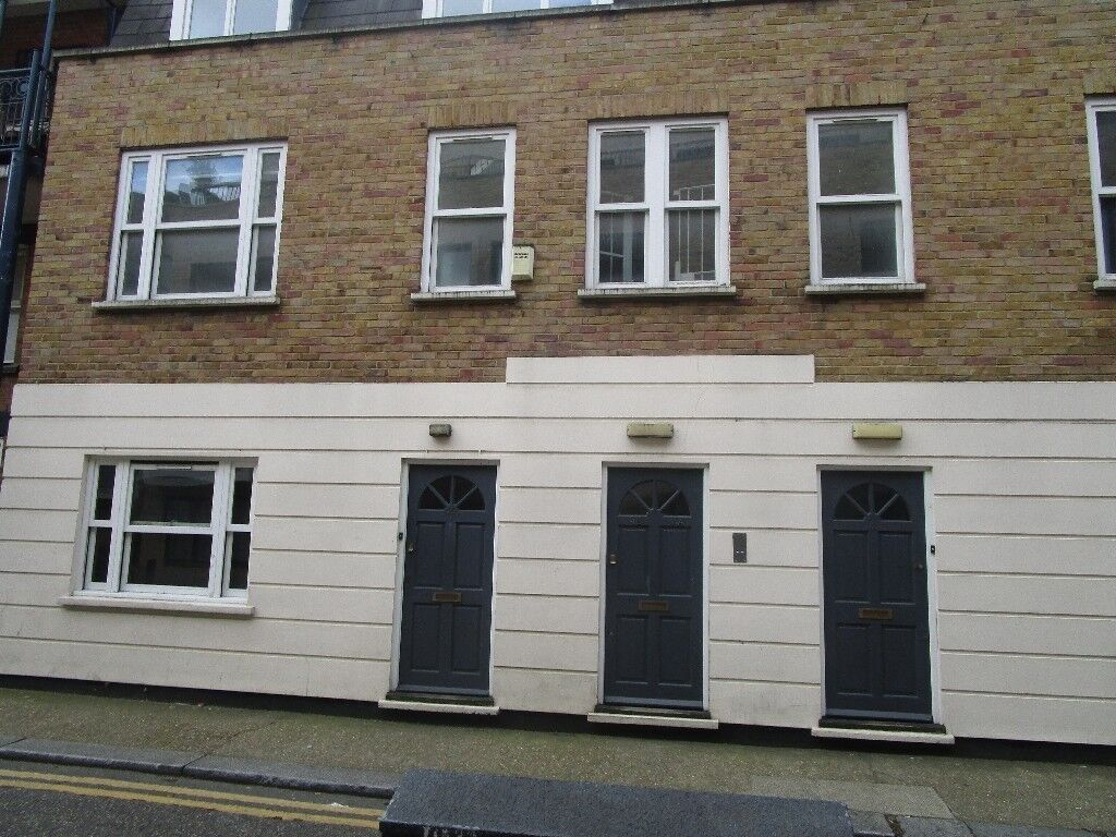 MODERN TWO DOUBLE BED FLAT OFF SHOREDITCH HIGH STREET (380 PER WEEK)
